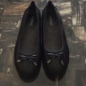 Vionic Black Flats